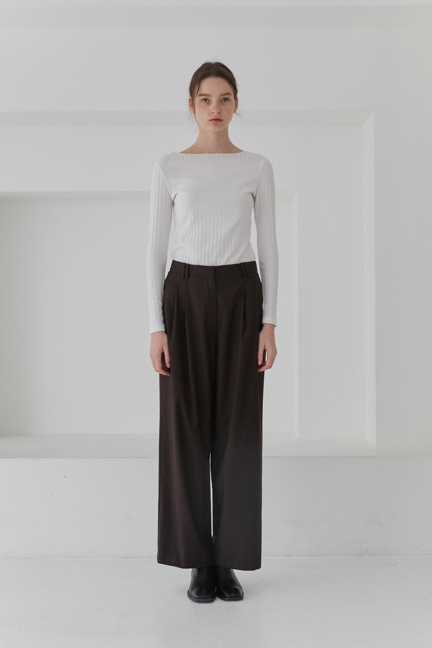 Two Tuck Wide Leg Pants Women [Brown]
